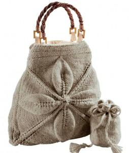 Две вязаные сумочки спицами