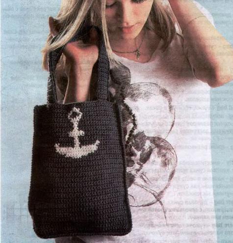 Пляжная вязаная сумка крючком в форме.