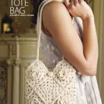 белая вязаная сумочка крючком из квадратных мотивов с цветами