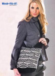 черно-белая вязаная сумка спицами с графическим узором в технике валяния