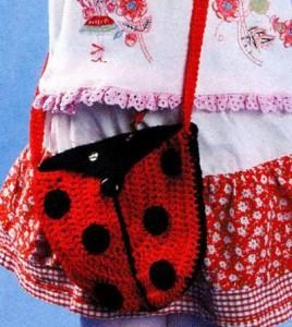 Детская вязаная сумочка крючком Божья коровка