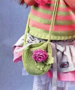 детская вязаная сумочка крючком с розой