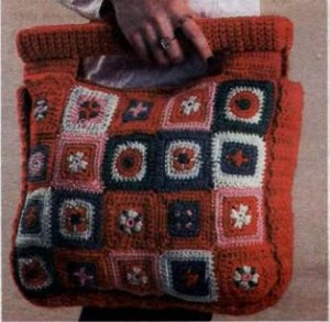 Фото большая вязанная сумка крючком из квадратов