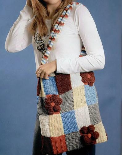 Большая вязаная сумка из разноцветных прямоугольников.