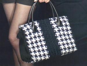 классическая черно-белая вязаная сумка с узором гусиные лапки