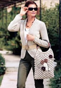 Классический вязаный жакет и сумка спицами
