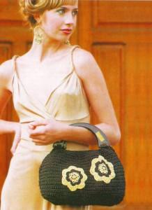 коричневая вязаная сумочка крючком с цветами