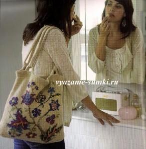 красивая светлая вязаная сумка спицами с цветами на лето