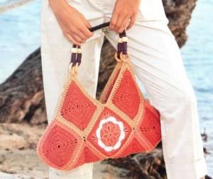 Вязаная сумка крючком из квадратных мотивов