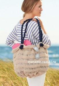 летняя бежевая вязаная сумка спицами которую просто связать