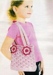 розовая вязанная сумочка для девочки крючком