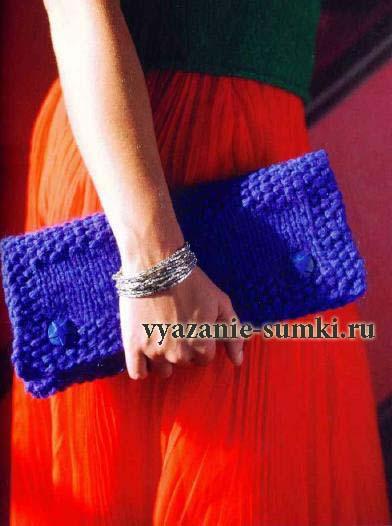 синий вязаный клатч спицами