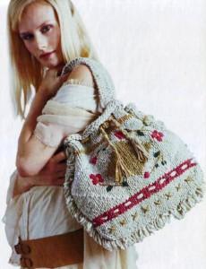 вышитая вязаная сумка спицами в народном стиле