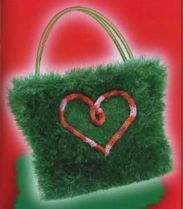 Вязаная детская сумочка с сердечком