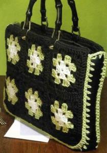 Вязаная сумка из бабушкиных квадратов крючком