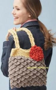 вязаная сумка кючком из чешуек с цветком