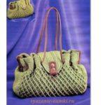 стильная вязаная сумка крючком с отделкой из кожи