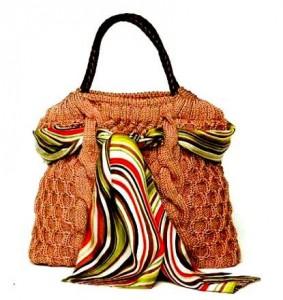 Вязаная сумка спицами в классическом стиле