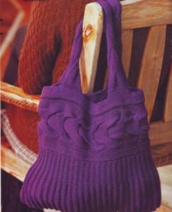 Вязаная сумка спицами фиолетовая