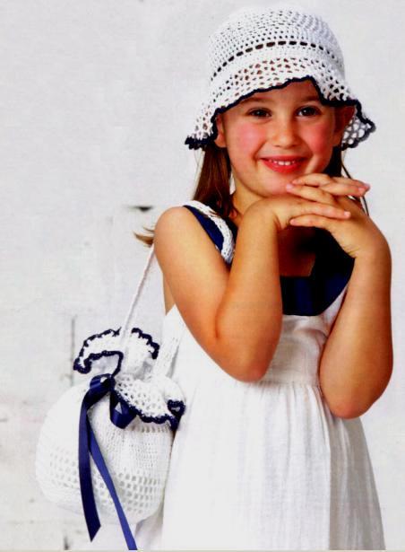 Вязаный комплект крючком: детская сумочка с собачкой и шляпка с