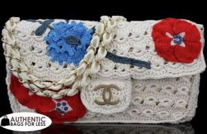 Вязаная сумочка Шанель белая с цветами