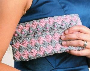 вязанный клатч крючком серо-розовый