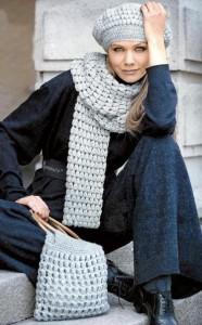 Вязаный комплект крючком: берет, шарф и сумка