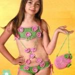 Вязаная сумочка для девочки крючком и купальник.