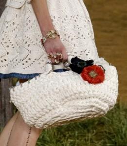 Вязанная сумка Шанель белая с маками