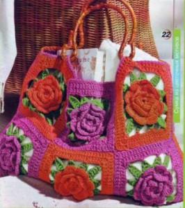 яркая летняя вязаная сумка крючком из цветочных мотивов